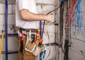 Elektrikerarbeiten an einer Immobilie